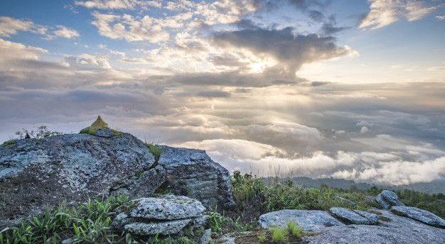 Cielo y montaña en Berzocana